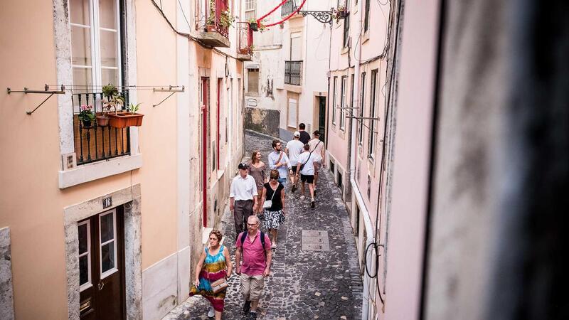Des investisseurs achètent de petits appartements dans les centres-villes de Lisbonne et de Porto